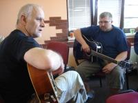 Petr s písničkářem Karlem Malcovským